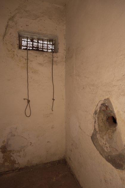 Prigione di Shkoder - Scutari - Albania. Una cella con corde per legare prigionieri all