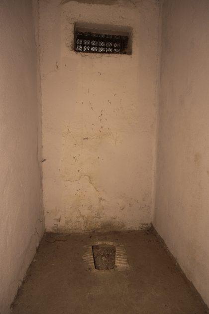 Prigione di Shkoder - Scutari - Albania. Cella usata come bagno.