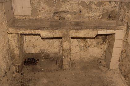 Prigione di Shkoder - Scutari - Albania. Questa era la stanza dove potevano lavarsi i prigionieri.