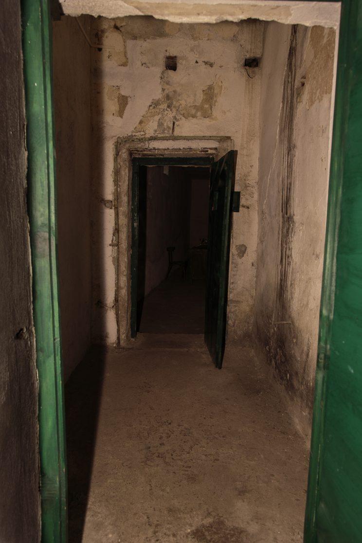 Prigione di Shkoder - Scutari - Albania. L'ingresso alla sala degli interrogatori e soprattutto il luogo dove venivano torutrati i prigionieri.