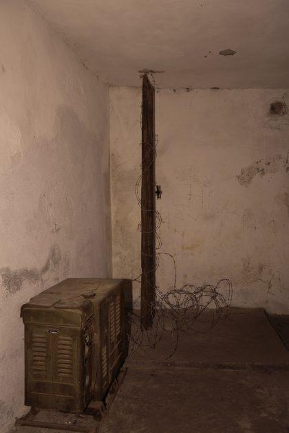 Prigione di Shkoder - Scutari - Albania. Generatore di elettrività e il palo con filo spinato dove venivano legati i prigionieri.