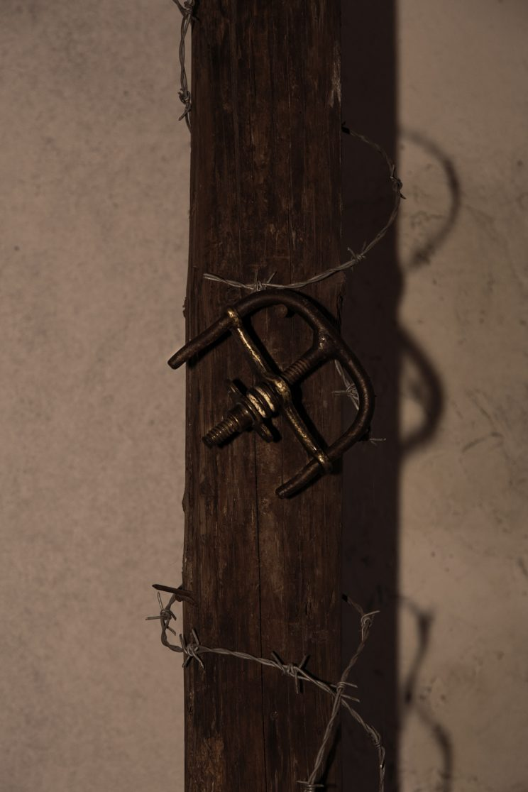 Prigione di Shkoder - Scutari - Albania. Manette dove venivano legati i polsi al palo.