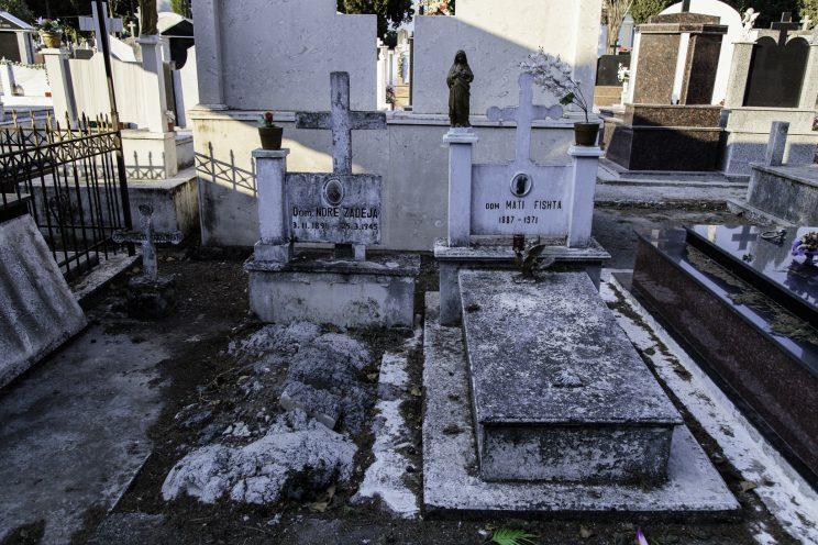 Cimitero Cattolico di Scutari - Scutari - Albania. Le tombe dei martiro Dom Ndrè Zadeja e Dom Mati Fishta.