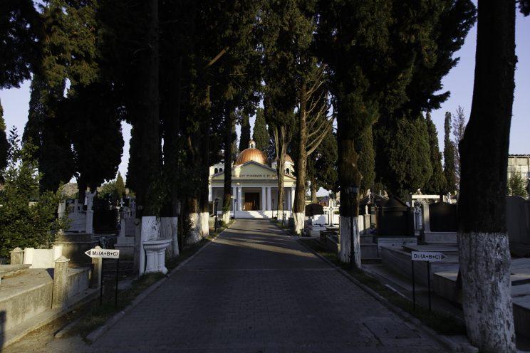 Cimitero Cattolico di Scutari - Scutari - Albania. L'edificio dove venne celebrata la prima messa nel 1990 dopo le persecuzioni e la dichiarazione di stato ateo da parte di Enver Hoxha. Il sacerdote che la celebrò fu Don Simon Jubani che, dopo 12 anni di prigione osò sfidare il regime insieme a circa 300 fedeli.