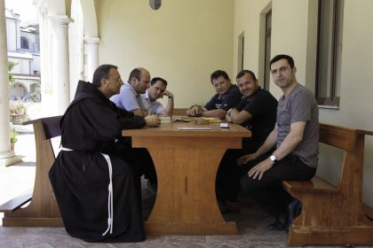 Convento dei frati Francescani OFM - Scutari - Albania - 2017. Sulla sinistra Fra Vincenzo e Don Anton - A destra, per ultimo, il superiore Albanese dell