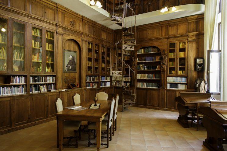 Biblioteca Francescana - Convento Francescano deil'Ordine dei Frati Minori - Scutari - Albania.