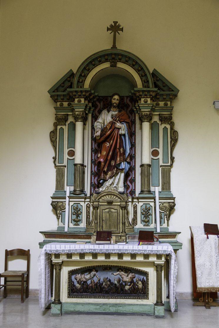 Chiesa Francescana - Scutari - Albania. Altarino dove un ex studente dei francescani su ordine della Sigurimi nascose dei fucili per incriminare i frati, dopo di che vennero filmati e imprigionati.