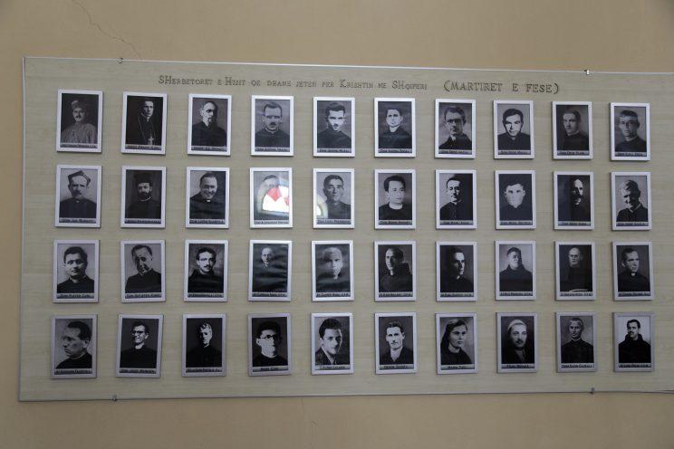 Cattedrale di Scutari - Albania. Le foto e i nomi dei 38 Martiri del Regime.