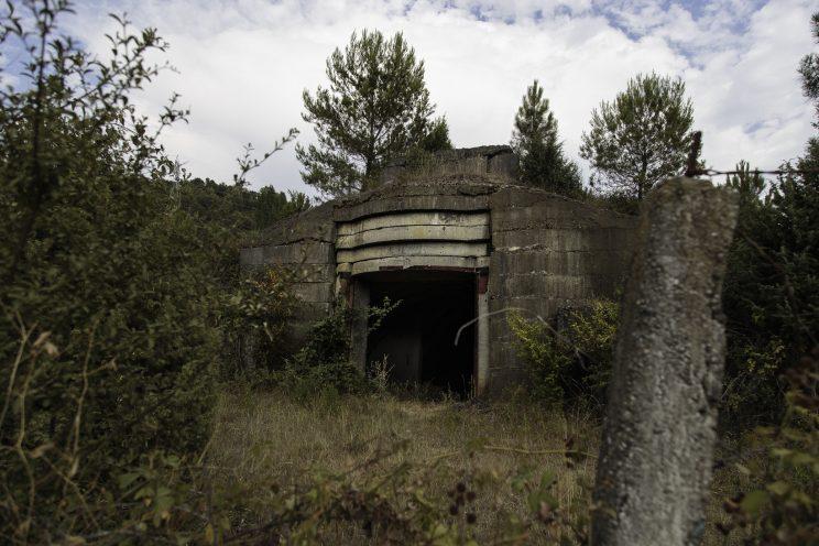 Bunker nei pressi di Scutari - Albania. Bunker di vario formato fatti costruire da Enver Hoxha in tutta l'albania. Molti sono stati distrutti con la dinamite per ricavarne il ferro, altri usati come deposito della popolazione. Questo tipo di bunker era capace di contenere un carroarmato.