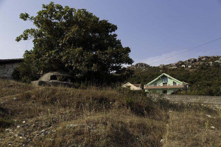 Bunker nei pressi di Scutari - Albania. Bunker di vario formato fatto costruire da Enver Hoxha in tutta l?albania. Molti sono stati distrutti con la dinamite per ricavarne il ferro, altri usati come deposito della popolazione. Questo tipo di bunker poteva contenere uno o al massimo due persone.