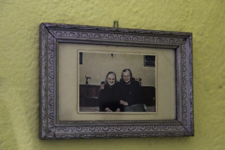 Roza Gjini - Nipote del Mons. Frano Gjini - Scutari - Albania. Roza Gjini con la mamma.