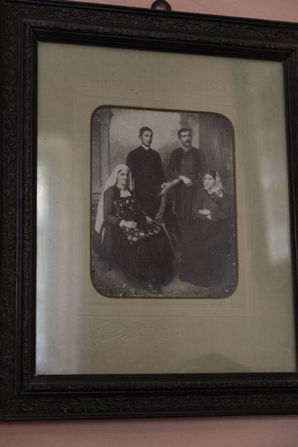Roza Gjini - Nipote del Mons. Frano Gjini - Scutari - Albania. Una foto di famiglia con Frano Gjini, allora non ancora vescovo.