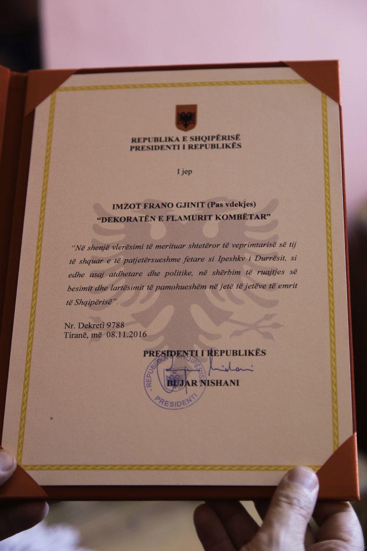 Roza Gjini - Nipote del Mons. Frano Gjini - Scutari - Albania. L'attestazione di decoro per Mons. Frano Gjini dal presidente della repubblica Bujar Nishani nel 2016.
