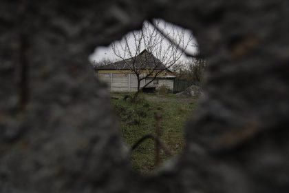 Stratonavtv Street - Distretto Octyabrsky - Donetsk - Repubblica Popolare di Donetsk - 2018. Un piccolo cimitero all'angolo della strada.