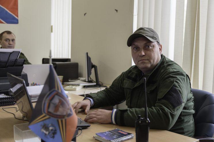"""Base Operativa del BattaglBase Operativa del Battaglione Patriot - Donetsk - Repubblica Popolare di Donetsk - 2018. Il Comandante Roman """"Ramses"""" e a sinistra il Capitano Sergej."""