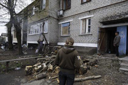 Marina, Svetlana e Vladimir - Spartak - Repubblica Popolare di Donetsk (Ex Ucraina - Donbass) - 2018. Marina, la mamma Svetlana e il suo compagno, d