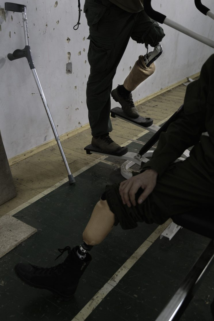 Alexandr Gaiduk - Base Operativa del Battaglione Patriot - Donetsk - Repubblica Popolare di Donetsk (Ex Ucraina - Donbass) - 2018. Le protesi di Alexandr e Sergej.