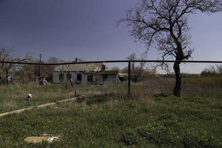 Kominternove - Repubblica popolare di Donetsk (Ex Ucraina - Donbass) - 2018. Una casa abbandonata per i bombardamenti.