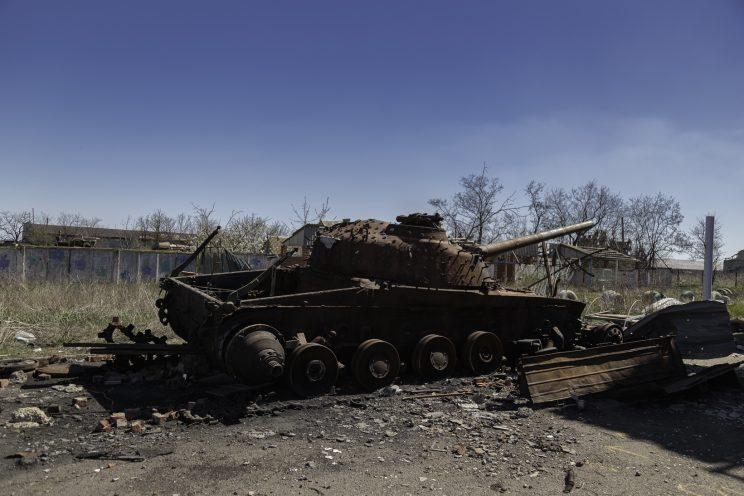Kominternove - Repubblica popolare di Donetsk - 2018. Un carrarmato Ucraino distrutto dagli scontri.