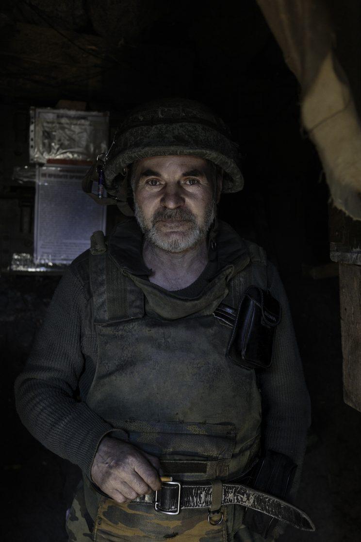 """La trincea di Kominternove - Repubblica Popolare di Donetsk (Ex Ucraina - Donbass) - 2018. Il Sergente """"DED"""" (Nonno)."""