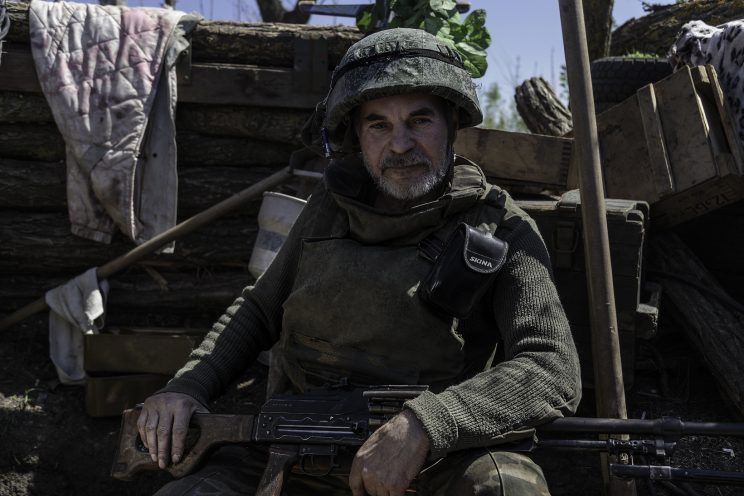 """La trincea di Kominternove - Repubblica Popolare di Donetsk (Ex Ucraina - Donbass). Il Sergente """"DED"""" (Nonno)."""
