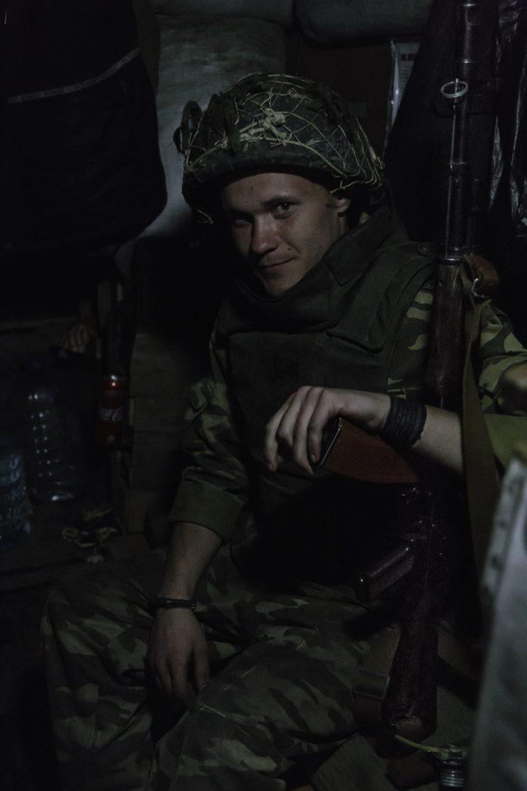 La trincea di Kominternove - Repubblica Popolare di Donetsk (Ex Ucraina - Donbass). Il soldato Andrej.
