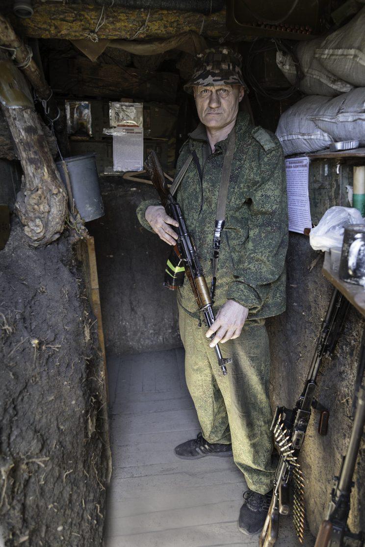"""La trincea di Kominternove - Repubblica Popolare di Donetsk - 2018. Il Tenente """"Black"""", il comandante del plotone."""