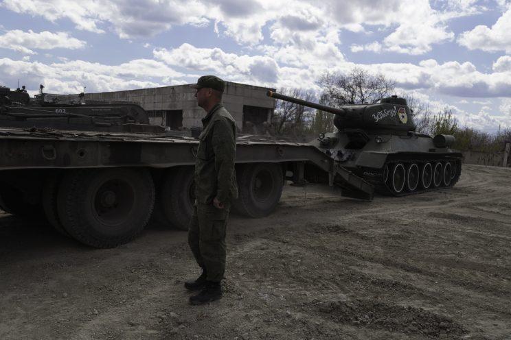 Base Riparazioni - Donetsk - Repubblica Popolare di Donetsk - 2018. Il carroarmato usato per la parata del 9 maggio.