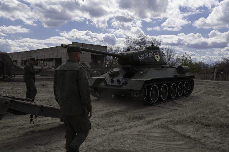 Base Riparazioni - Donetsk - Repubblica Popolare di Donetsk (Ex Ucraina - Donbass) - 2018. Il carroarmato restaurato per la parata del 9 Maggio.