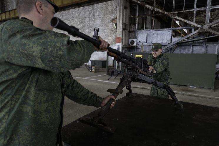 Base Riparazioni - Donetsk - Repubblica Popolare di Donetsk - 2018. Una mitragliatrice calibro 12.5 aggiustata..