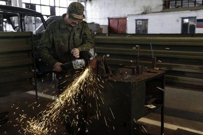 Base Riparazioni - Donetsk - Repubblica Popolare di Donetsk (Ex Ucraina - Donbass) - 2018. Piccole riparazioni di componenti come ruote.