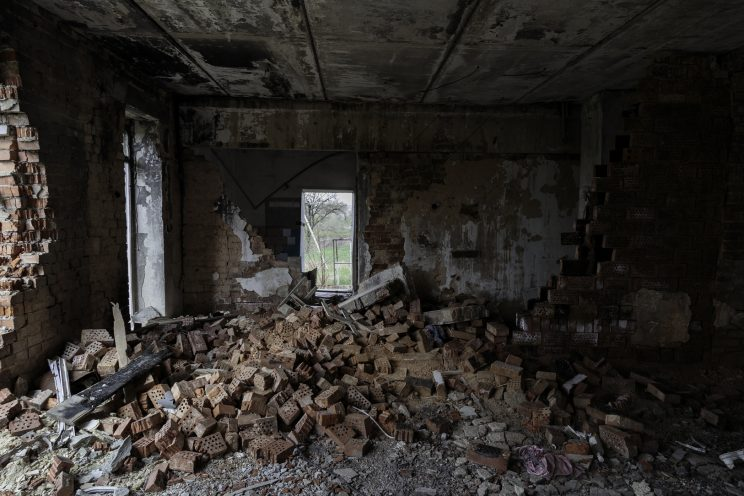 L'Asilo di Stepanivka - Repubblica Popolare di Donetsk (Ex Ucraina - Donbass) - 2018. Una stanza comletamente distrutta dai bombardamenti.