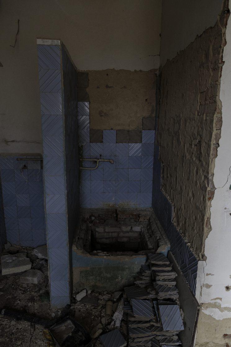 L'Asilo di Stepanivka - Repubblica Popolare di Donetsk (Ex Ucraina - Donbass) - 2018. I bagni dell'asilo.