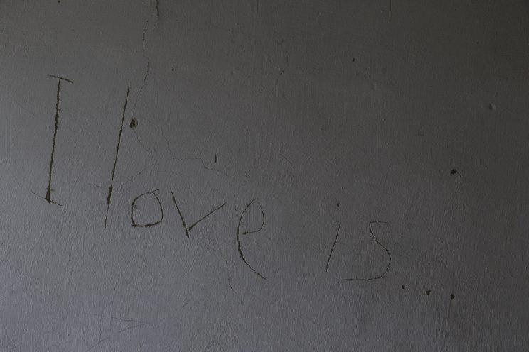 L'Asilo di Stepanivka - Repubblica Popolare di Donetsk (Ex Ucraina - Donbass) - 2018. Una scritta sul muro all'ingresso.